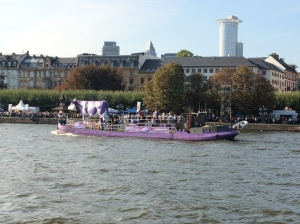 03/10 - Milka boat on the river!