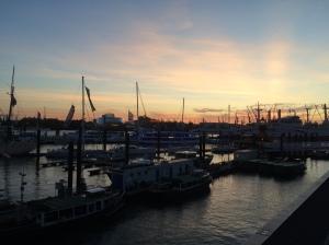 26/10 - Hamburg can do sunsets, too!