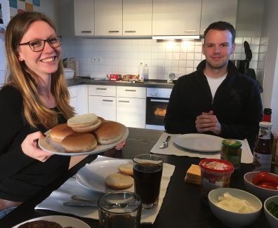 07/10 - Jasmin came and we made burgers!
